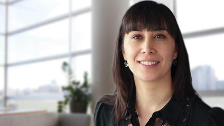 Photo de Lorraine Kalia, chercheuse principale d'une thérapie unique en son genre pour les Canadiens vivant avec la maladie de Parkinson